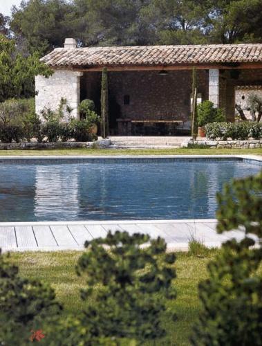 Maison contemporaine à Eygalières : Piscine