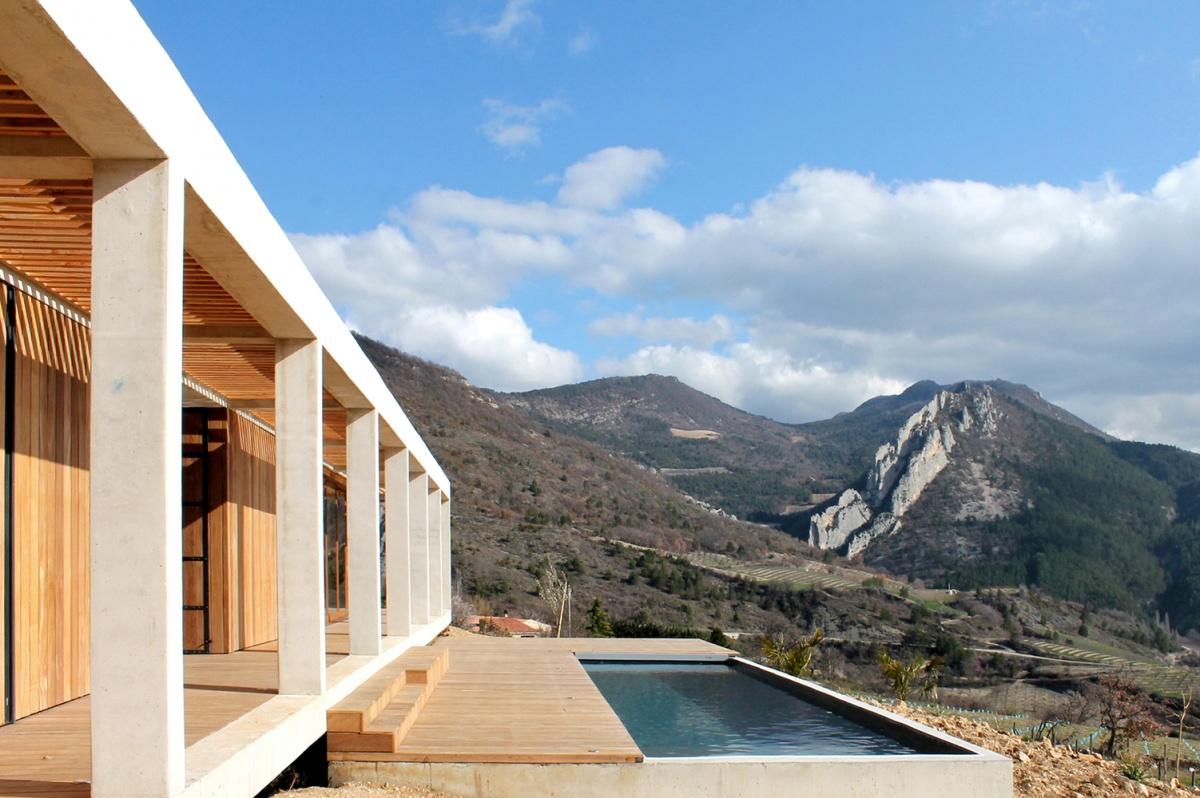 Maison de vacances béton et ossature bois : facade sud